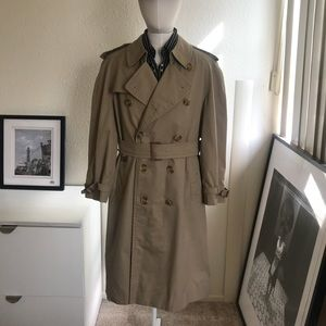 Burberry double breasted trench coat size 40short